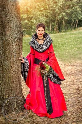 mittelalterliche Hochzeit, Mittelalterkleid, königliches Gewand, Robe