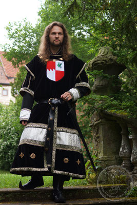 mittelalterliches Prunkgewand, Wappenrock, Waffenrock