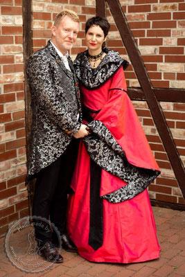 mittelalterliche Hochzeit, Mittelalterkleid, königliches Gewand, Prunkgewand