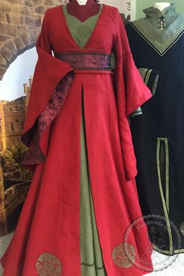 Mittelalterkleid Mittealtergewand  Hochzeit Gewandungen Prunkrock Waffenrock mittelalterliches Brautkleid