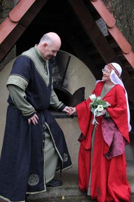 mittelalter Hochzeit Mittelaltergewand hochmittelalter Gewänder Mittelalterkleid Waffenrock Prunkrock