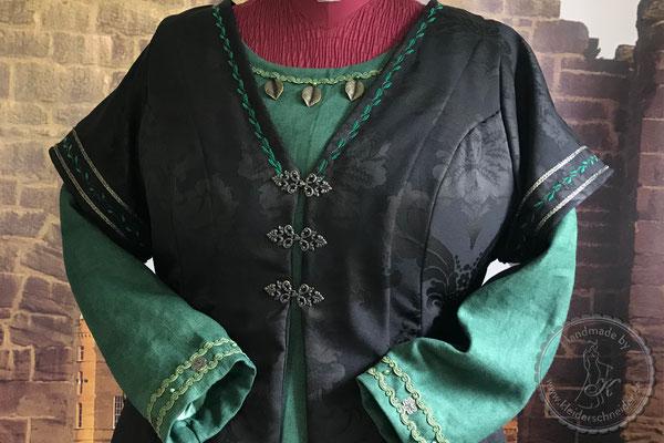 Mittelalterkleid, Mittelaltergewand, mittelalterliche Gewandungen
