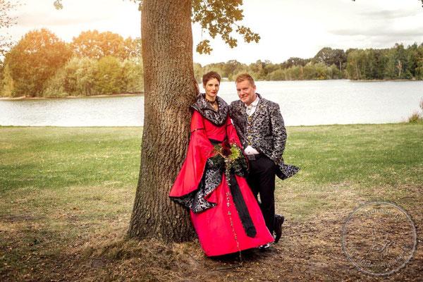 mittelalterliche Hochzeit, Mittelalterkleid, königliches Gewand