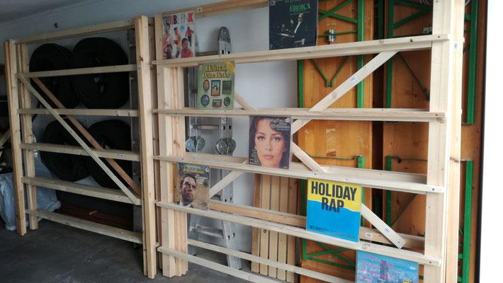 Die Ausstellungsregale (4 Stk.) habe ich bereits im April gebaut