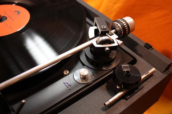 DUAL CS 1239 - Tonarmlagerung plus Pattenspieler Zubehör (Puck und Wechselachse für Schallplatten im Stapelbetrieb)