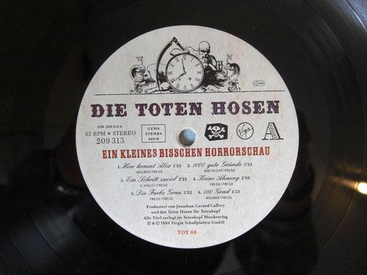 Schallplatten-Etikett (Label):  Die Toten Hosen - Ein Kleinbisschen Horrorschau  (GER 1988  Totenkopf – TOT 66, Virgin – 209 313-630)