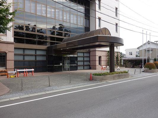 総合福祉センター玄関周辺(身障者用を除く)