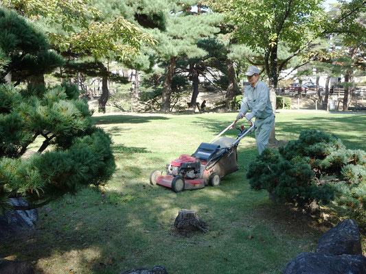 機械刈除草