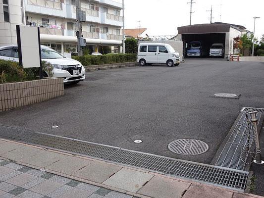 センター北(裏側)駐車場(6台可)