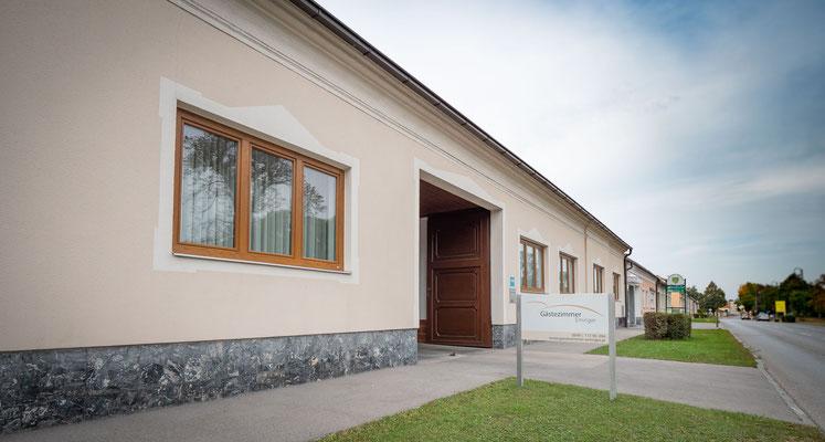 Haus Eminger Gästezimmer Schönkirchen Aussenansicht