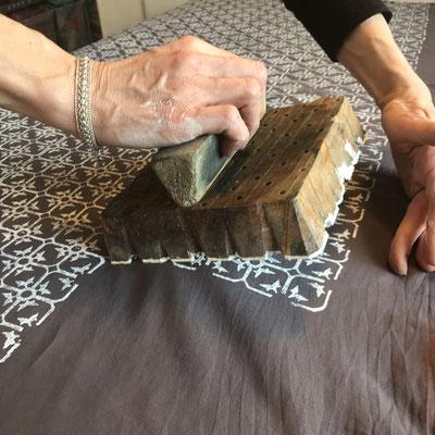 Baumwolle Stoff bedrucken mit indischen Holzstempel