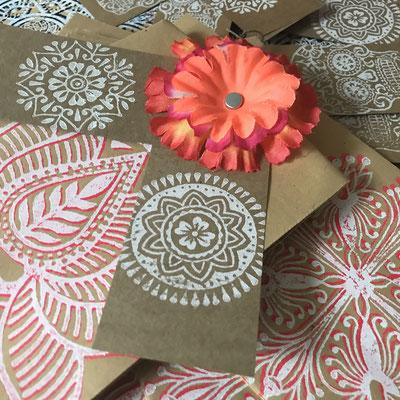 Geschenktüten bedruckt mit indischen Holzstempel