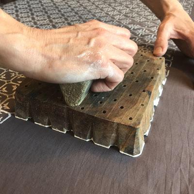 Handbedruckte Accessoires nach 800 Jahre alter Technik. Block Print Schweiz