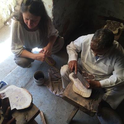 Meine Holzstempel Schnitzer an der Arbeit in Madhya Pradesh