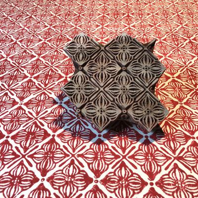 Block Print Stoff Design RUBY - 100% Cambric Baumwolle - handbedruckt in Indien mit Holz Modeln - Stempeldruck
