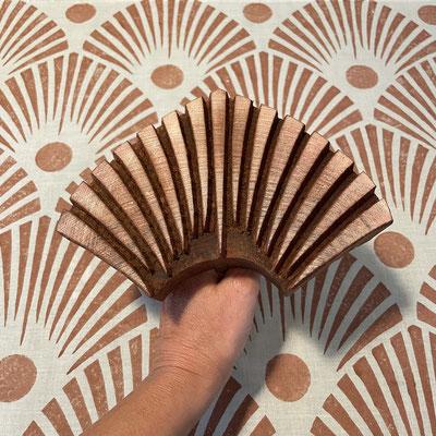 Textildruck Kurs mit indischen Holzstempel in Wädenswil. Bedrucke dein eigenes Lieblings Stück mit einer Auswahl von über 500 verschieden  Stempel Motiven