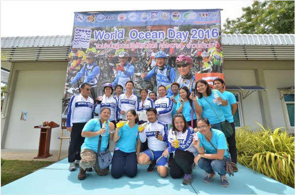 IOI THAILAND: Group photo in celebration of World Oceans Day 2016