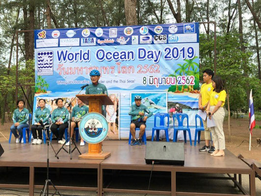 IOI THAILAND & IOI SINGAPORE FP: During the opening ceremony of the organised biking campaign, Dr. Cherdsak Virapat (fmr. Executive Director of IOI) read out a short message from Awni Behnam (Hon. President of IOI)