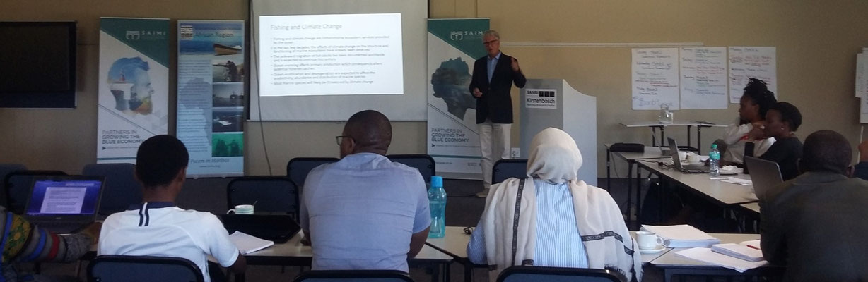 Professor Larry Hildebrand (Member of the IOI Governing Board) delivering his lecture during the training programme. Photo Credit: IOI SA