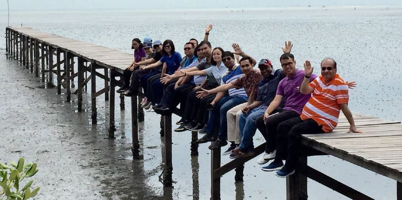 Class of 2019 on the mangrove boardwalk. Photo credit: IOI Thailand