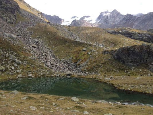 Le Petit lac du Petit et au fond le glacier du Ruitor