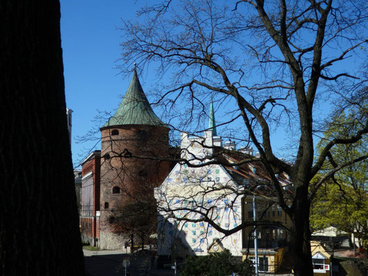Blick vom Basteiberg auf Pulverturm und Jakobskaserne