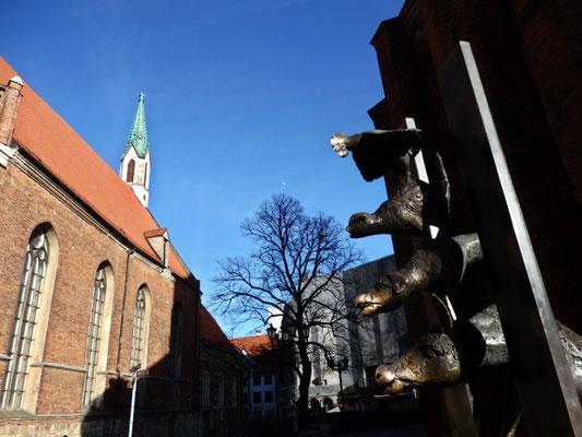 Bremer Stadtmusikanten vor der St. Johannis-Kirche