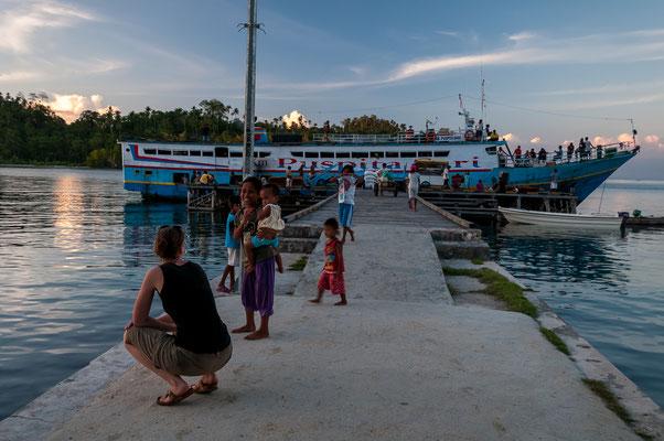 Ankunft Schiff bei Katupat