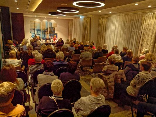 Ladies in Dead lesen im Meereszeiten Heiligenhafen am 25.1.2019 Foto: T. Prawitt