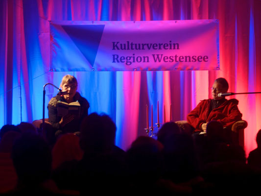 Krimi Darlings lesen in der Scheune auf Gut Bossee, Foto: Torsten Prawitt