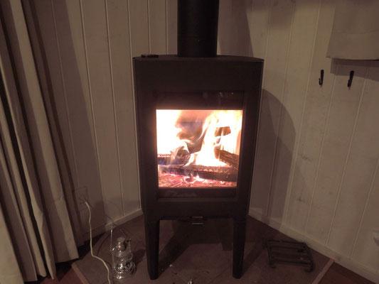 家の中は吹き抜けになってるので、これひとつで、隅々まで相当暖まります