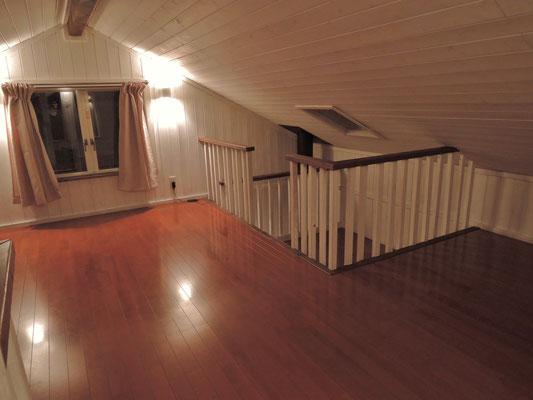 二階。右奥が星を見る天窓付きコーナー