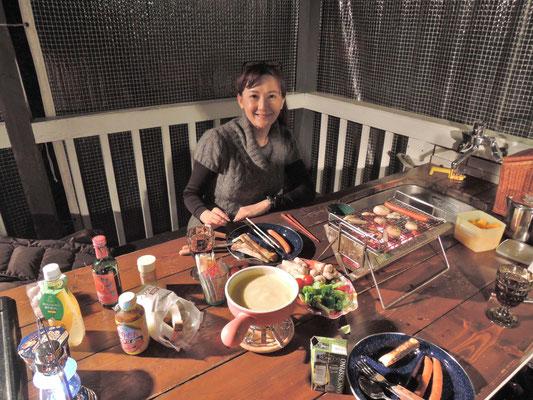 リビングの外にある広ーいテラスで初日のディナー