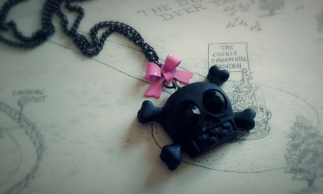 Black Skull & Cross Bones Necklace