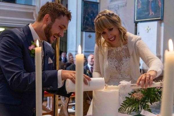 Emotional und glücklich - Liebe erfüllte die Kirche