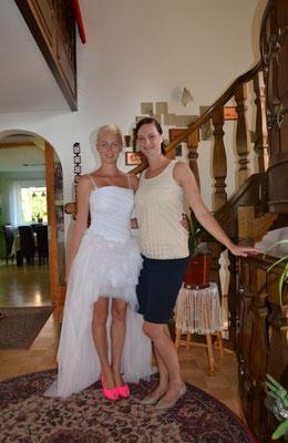 Nach einem gemütlichen Früstück wurde sehnsüchtig auf den Bräutigam gewartet!
