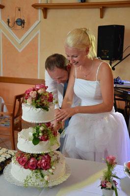 Die Torte von der Konditorei Panhölzl wurde mit Echtblumen geschmückt!