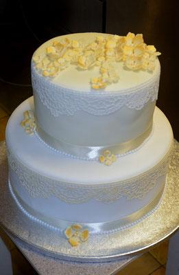 Die Torte wurde von einer Freundin der Braut gezaubert.