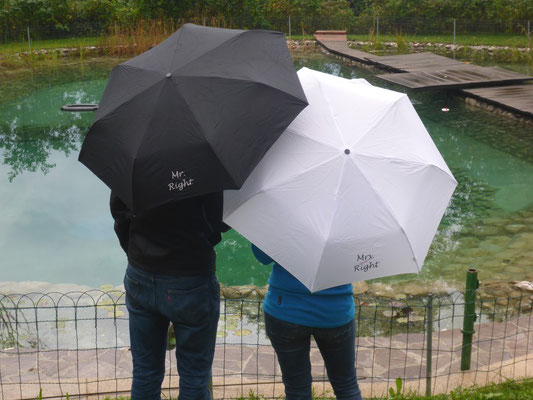 Trotz des Regenwetters waren die Beiden bester Laune und sahen dem Tag gut gerüstet entgegen.