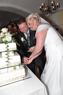 Hochzeitstorte mit Echtblumen by Panhölzl Haag