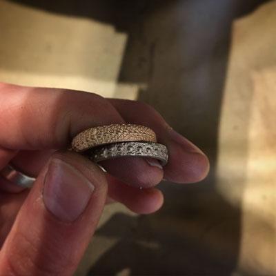 Anfertigung: Ringe 585 WG und Roségold, Seeigelabdruck