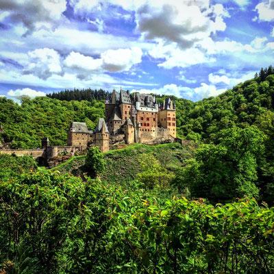 Burg Eltz, 37 km entfernt