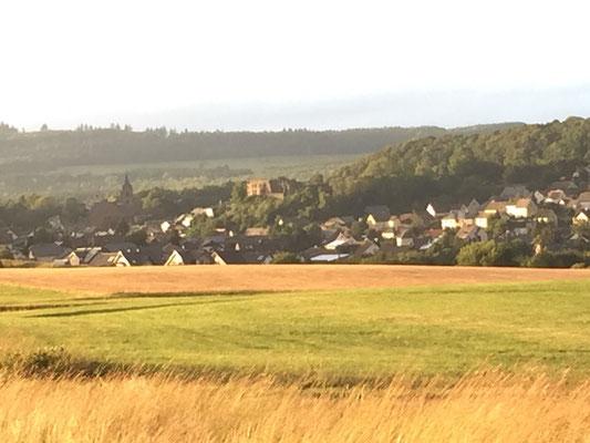 Ulmen mit Burg und Kirche
