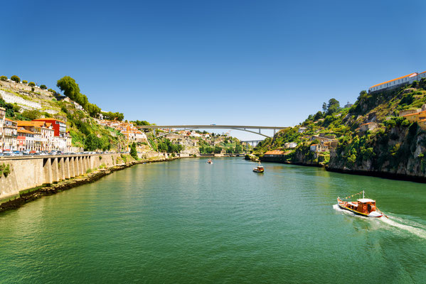 Douro River in Porto - Copyright Efired