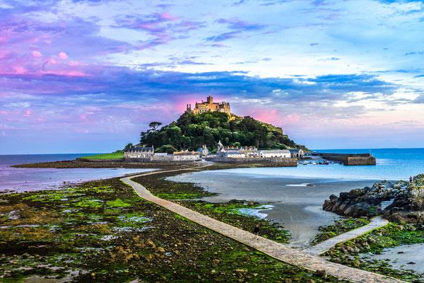 Sst Michaels Mount Cornwalls copyright Athip_Taechapongsathon