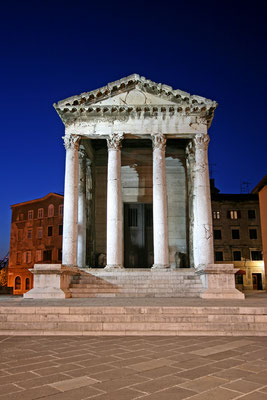 Temple of Augustus in Pula by lero