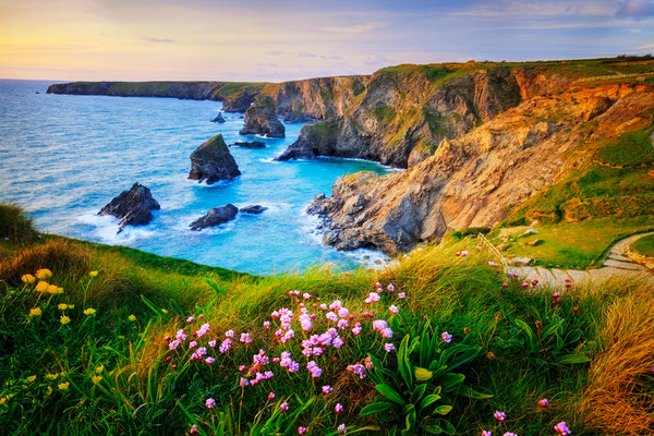 Bedruthan steps copyright Lukasz Pajor
