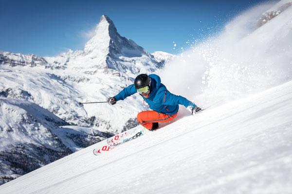 Zermatt - Skifahrer vor Matterhorn- Copyright Pascal Gertschen