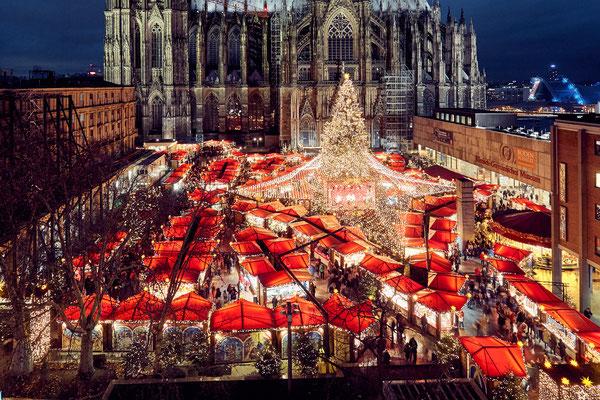 Cologne Christmas Market - Weihnachtsmarkt am Dom_Hochkant - Copyright: Dieter Jacobi / KölnTourismus GmbH