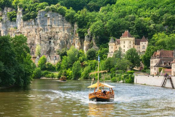 Boat Dordogne River copyright  beboy